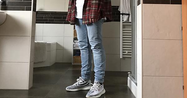 Yeezy 350 V2 Zebra Streetwear