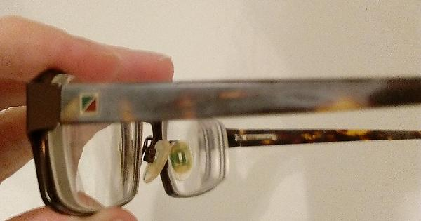 1ab27faceb Eyeglass frame turning white  Scrub it with melamine foam and soak it in  olive oil for a little while. Before after-pictures.   lifehacks
