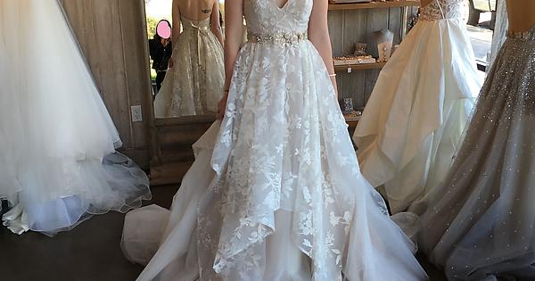 I\'ve loved seeing all of the albums of dresses from real brides here ...